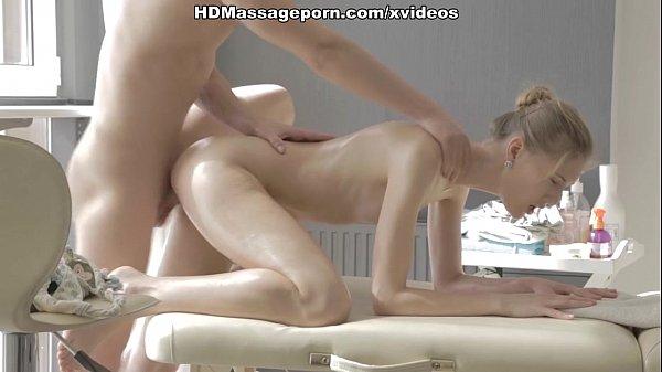 Few minutes after intense massage Eva hardly fucks dick