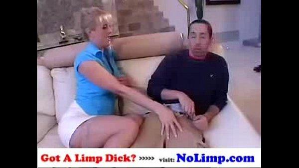 maksimum-seksualnoy-emeplim-vse-video-zrelaya-dama-dala-na-ulitse