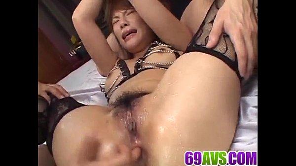 セクシーな魅力的なアジア熟女サラ中村