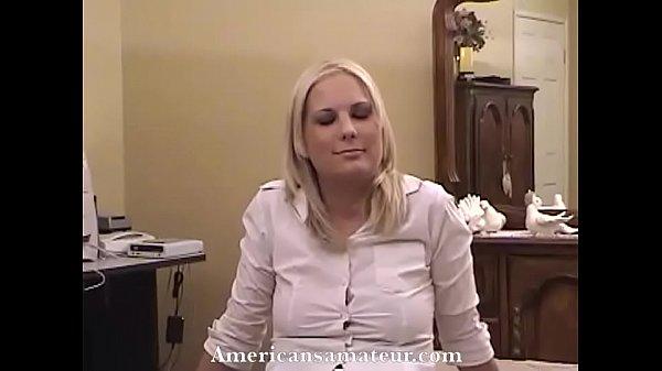 Andreea E La Camasa Si Putin Transpirata Dar Baiatul Tot O Fute
