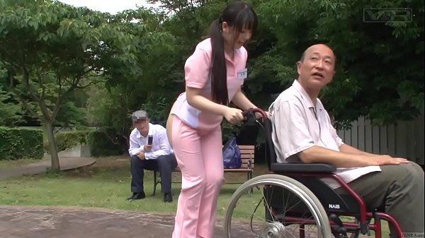 お尻の為に頑張って♡ 可愛い介護士が患者のリハビリ意欲と股間を奮い立たせる