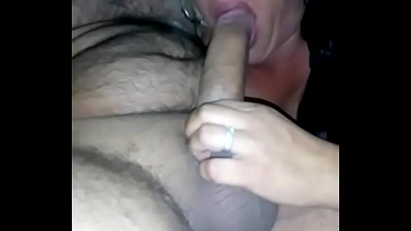 Esta casada puta esta mamando verga cuando esta de caliente con su amante