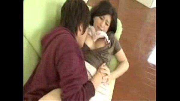 【お母さん】【橋口千春】色白美巨乳な熟女母を強引に近◯相姦して中出しする