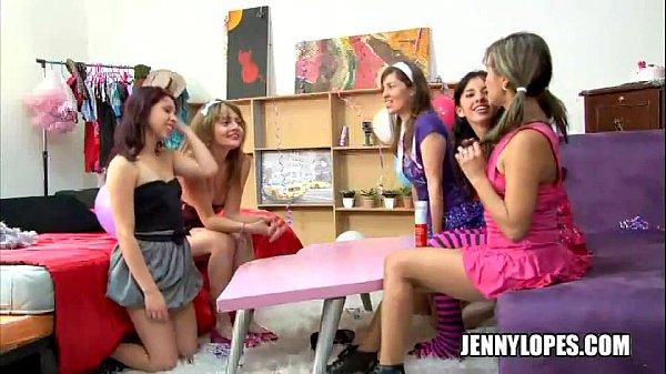 lesbianas latinas en una rica fiesta...