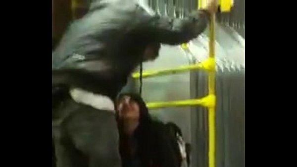 Mujer se orina en el transmilenio bus de bogota