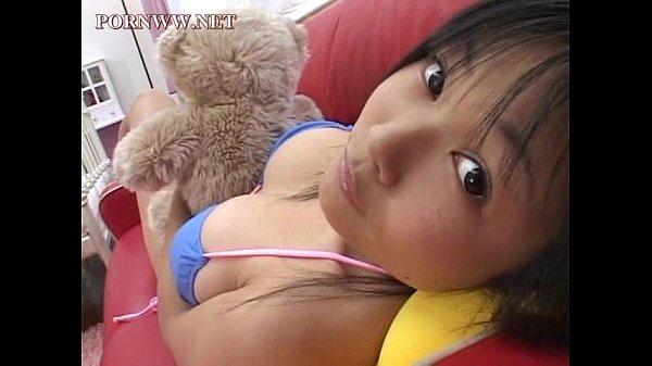 【美愛(みちか)】中学生でこの巨乳wジュニアアイドルがスク水や極小ビキニで乳揺れのイメージビデオ