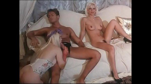 Baiat Bogat Fute Doua Blonde Super Bune De Pula