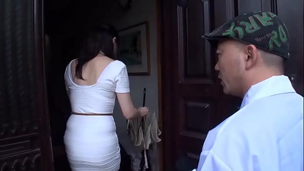 セレブ人妻たちをナンパしてヤる!旦那がいない間に自宅で中出し浮気セックスする巨乳妻!