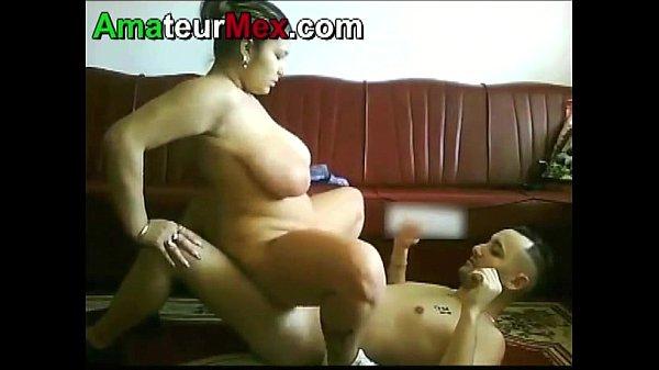 Caliente mexicana tetona esta mamando verga y cogiendo cuando esta de caliente con su macho
