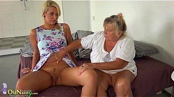 Yatakta sevişen iki genç ve güzel lezbiyen kız  hd erotik