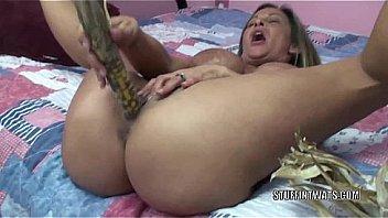 image Kinky wife leeanna heart uses corn to fuck her hot pussy