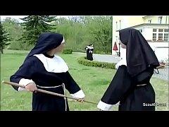 Notgeile Nonne wird vom Handwerker heimlich ent...