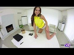 Tmw VR net - Selena Mur - REPORTER ORGASMS ON T...