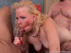 Bubbly old blonde spunker enjoys a spit roasting