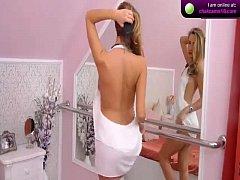Attractive babe RavishingArianna on webcam