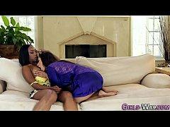 Black lezzie kissing babe