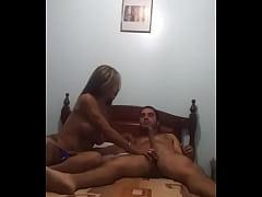 Yovanka alvarado tiarando con un chico moderno ...