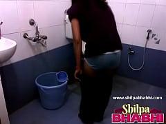 Indian Housewife Shilpa Bhabhi Hot Shower - Shi...