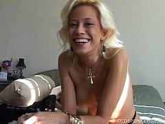 Super sexy blonde MILF wishes you were fucking ...
