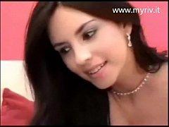 Camgirl Strafiga si spoglia in Webcam
