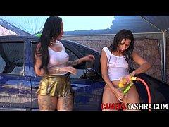 Gostosas lavando o carro
