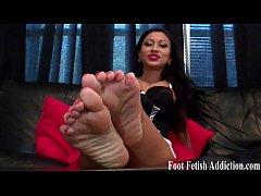 Suck on Simona's perfect little ebony toes