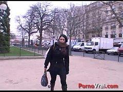 Lisa a de gros besoins a assouvir et baise avec un inconnu !! French amateur
