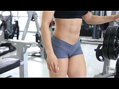 Eva Andressa Super SEXY Workout - Leg Press