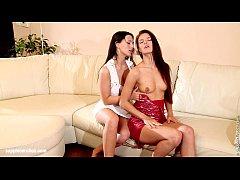 Hot brunettes Klara and Linda have orgasms on t...