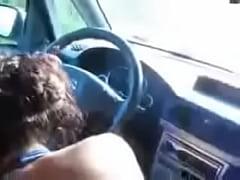 Driving car while italina girlfriend eats my co...