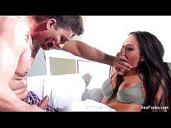 Zombie faz sexo anal com morena