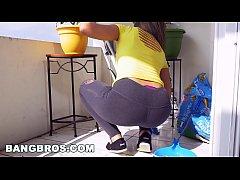 BANGBROS - Latina maid Mariah cleans more than just the apartment (mda15731)