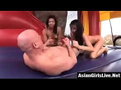 Asian fucking at the car