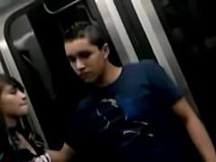 Chavito con ereccion en el metro