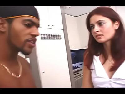 Dois negros enfiando o pau no cú da branquinha redtube-putaria.blogspot.com