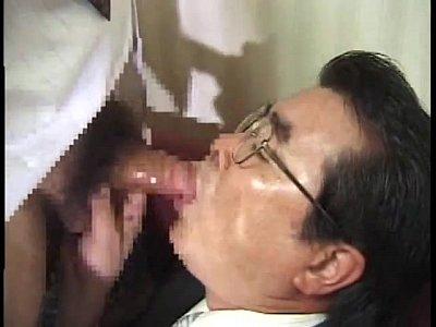 【ゲイ部下】スキモノそうな部長が部下に弱みを握られて性奴隷に!嬉しそうにチンポをしゃぶっちゃいます!