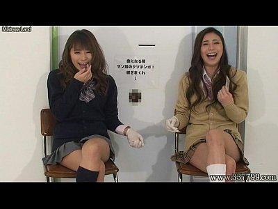 美女女子高生に壁越しにゴム手袋コキされて強制射精させられる  の画像