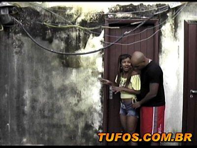 Fudendo a novinha safada da favela em casa