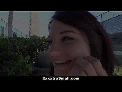 Exxxtrasmall - Kaisey Dean Raccolto Per Strada.