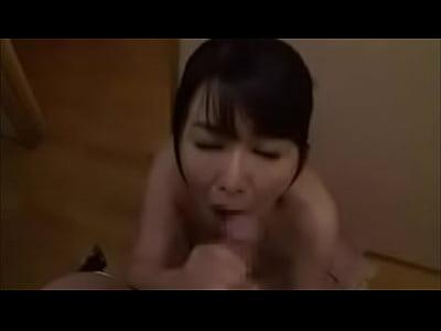 ぽっちゃり巨乳の水着熟女に遠隔ローターを仕掛け、悶えるまま肉棒を咥えさせる凌辱調教。