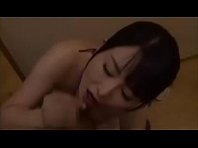 スレンダー巨乳の美熟女浅井舞香にローターを仕込み、感じながら手コキやフェラで奉仕させたったw