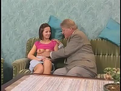 Timido Teen Divertirsi Con Il Nonno