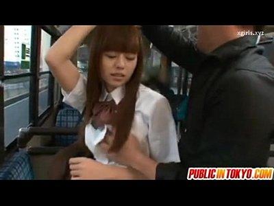 スレンダー制服娘の瑠川リナをバス車内で犯しがっつり生ハメしてます