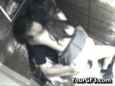【素人SEX盗撮動画】ピッチが合コンを抜け出し居酒屋トイレで初対面の男セックスをしている盗撮に成功!