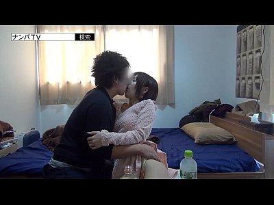 【個人撮影】男の部屋に付いて行ってハメ撮りされるショートカット美少女(紗藤まゆ|さとうまゆ)-AVマガジン-