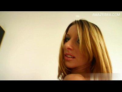 Ebony Horny Petite video: Horny amateur Sperma schlucken