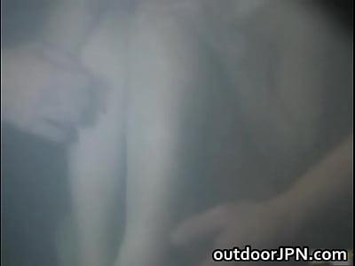 温泉旅館の混浴露天風呂で男たちにレイプされてしまう星野あかり