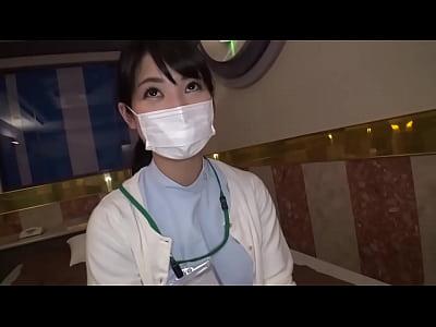 現役の歯科衛生士が仕事中なAV出演