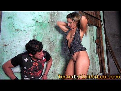 Folladas Gostosa chupando pau na favela