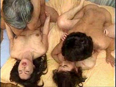 【熟女】二人の熟女と二人の男優がセックスする交尾セクシー動画